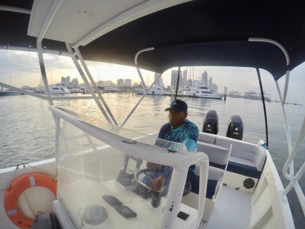 Your own 28-ftspeedboatto explore theRosario Islands, 28 ft, 2 motors x 150 horsepower. Rent Speedboat 28 or other speed boats, yachts, catamarans with Hi Cartagena Travel Experts. Best Speedboats in Cartagena, Cartagena speedboats. boat rentals in Cartagena